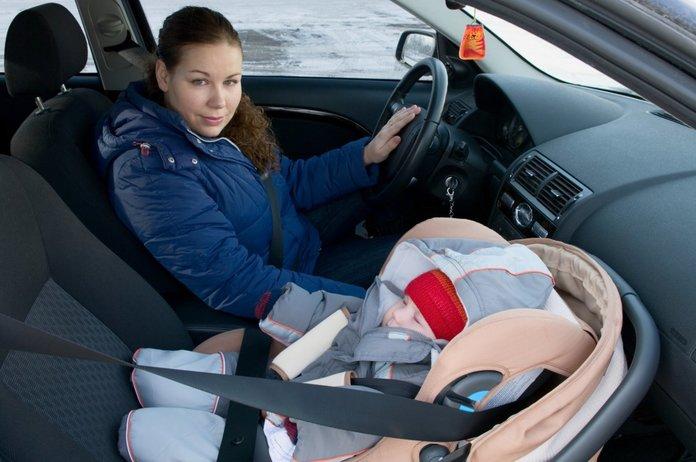 Можно ли возить детей на переднем сиденье в детском кресле до 12лет