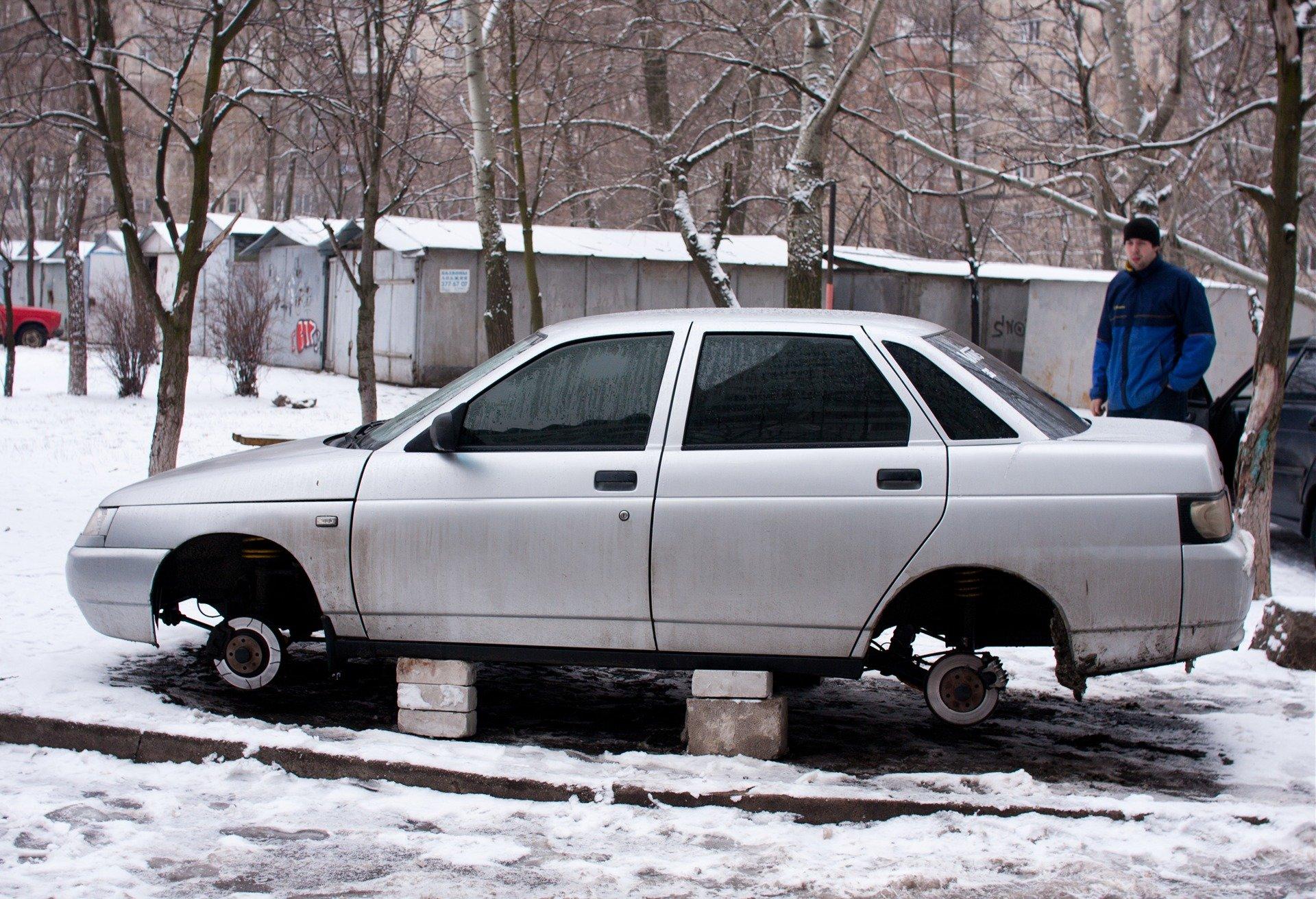 Что делать, если с машины сняли колеса?