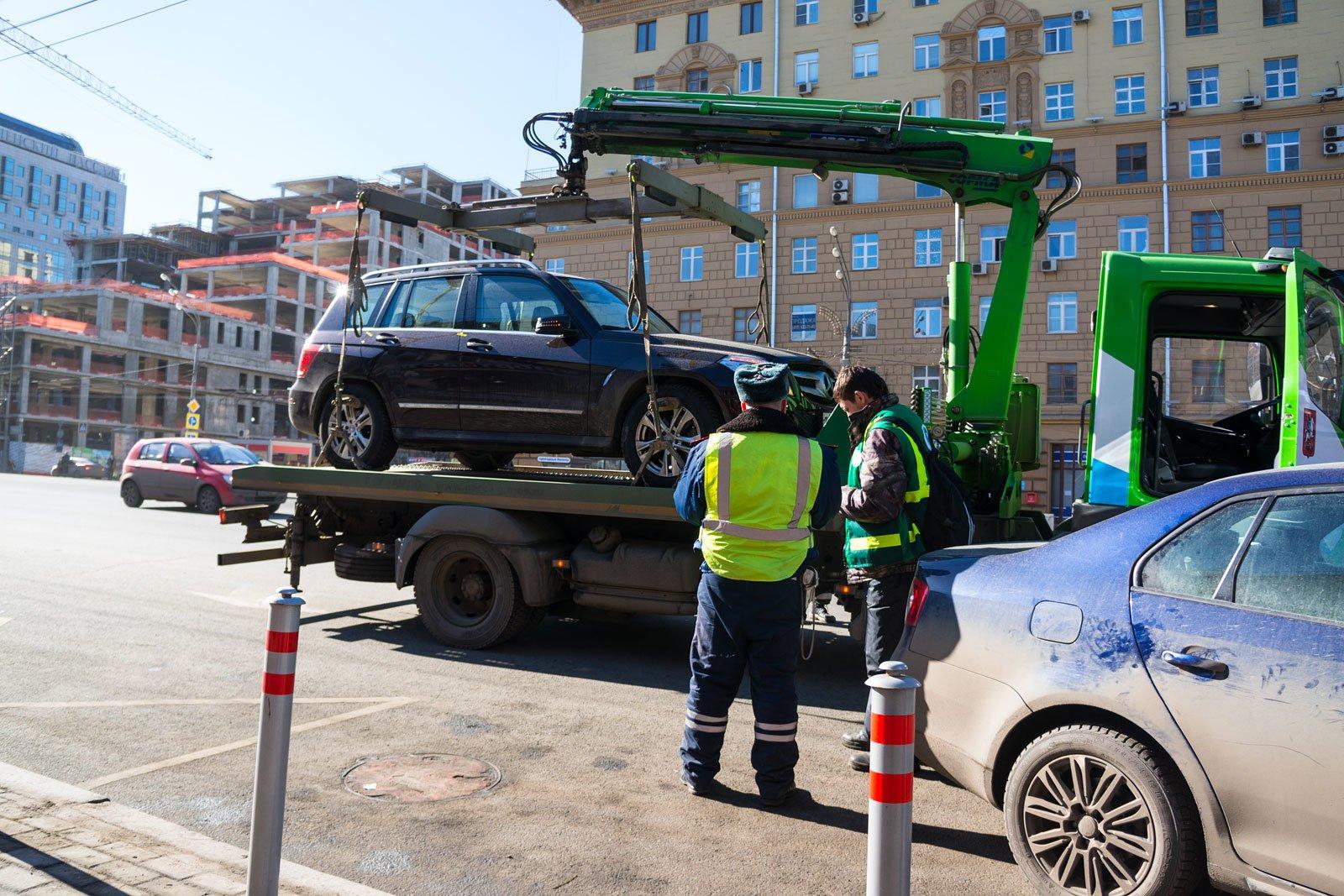 Что делать при эвакуации автомобиля и какой за это штраф